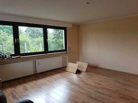 Renovierte 2-Zimmer-Wohnung mit Balkon und Küchenzeile in Poll, Köln