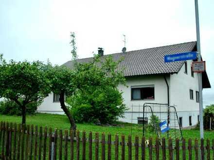 Schöne 4-Zimmer-DG-Wohnung mit Balkon und EBK in Ochsenhausen/ Mittelbuch