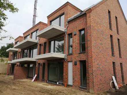 Neubau / Erstbezug mit Balkon !