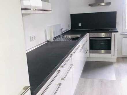 Stilvolle, modernisierte 2-Zimmer-Wohnung mit Balkon und EBK in Ottensen, Hamburg