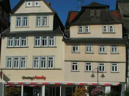 Schöne, helle 5-Zimmer-Wohnung mit 160 m² + 20 m² Innenhof in 3 Familienhaus am Marktplatz