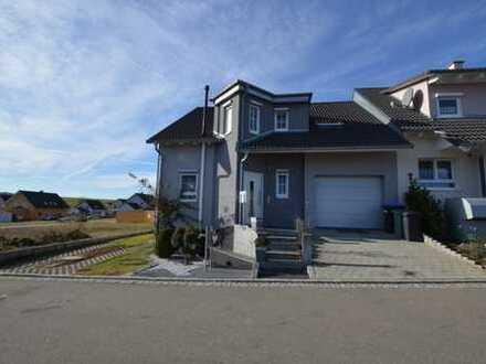 Hochwertige Doppelhaushälfte in Neubauzustand - mit großer Bürofläche oder sep. Privatwohnung