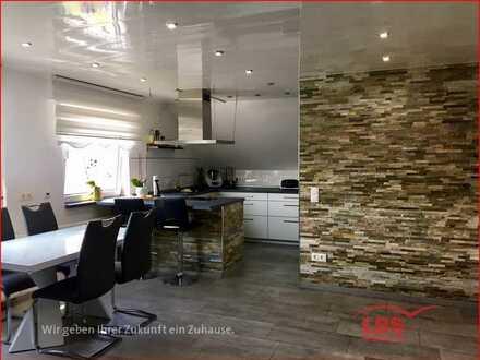 Moderne helle 4 ZKB DG Wohnung in guter Wohnlage
