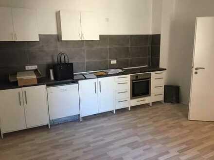 Schöne, renovierte 2-Zimmer-Wohnung mit Einbauküche!!