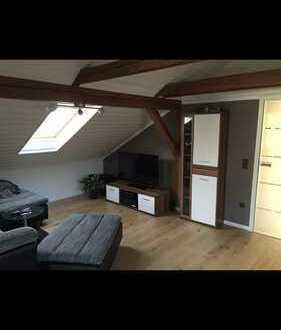Stilvolle, modernisierte 3-Zimmer-Dachgeschosswohnung mit Balkon und Einbauküche in Erlangen