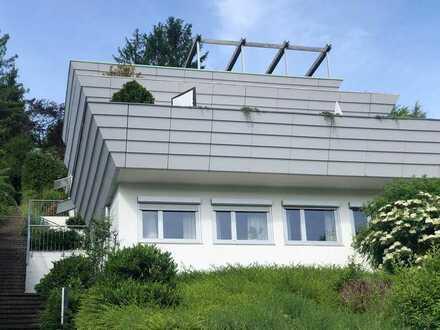 4-Zimmer-Terrassenhaus mit Fernblick sowie Keller, Garage und Garten