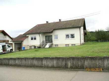 Frisch renoviertes Haus mit neuer Pelletheizung, weitläufigem Grundstück am Rande von Wiesen