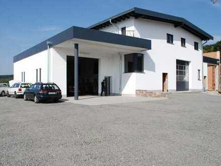Neubau/Erstbezug: Büroflächen (50-200m², variabel) bei Bedarf mit angeschlossener Halle/Werkstatt