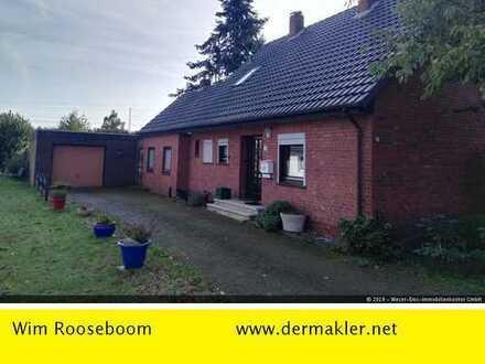 Weyhe: Älteres Wohnhaus mit Potenzial und großem Grundstück in zentraler Lage