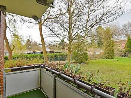 Zentral, grün und ruhig: renovierungsbedürftige 2-Zimmer-Wohnung mit herrlichem Balkon