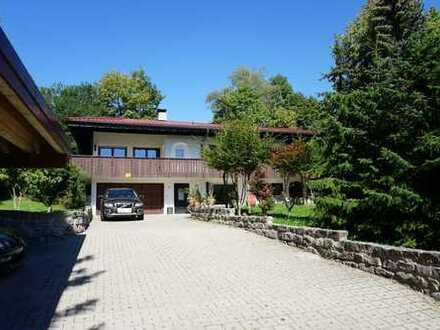 Einfamilienhaus mit Einliegerwohnung, XXL Garage, Carport und großem, schönem Grundstück