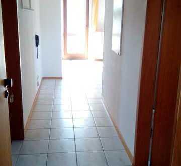 Ruhige gepflegte 2-Zimmer-DG-Wohnung mit Balkon in Weingarten an Einzelperson zu vermieten