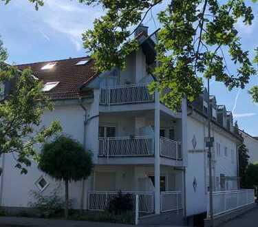 Schicke helle ETW mit Balkon und EBK!