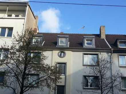 komplett renovierte 3,5-Zimmer-Wohnung, 70 qm mit kl. Balkon