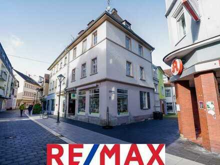Im Zentrum Europas: Geschäfts-Wohnhaus an der Trierer Straße 14 in 66869 Kusel