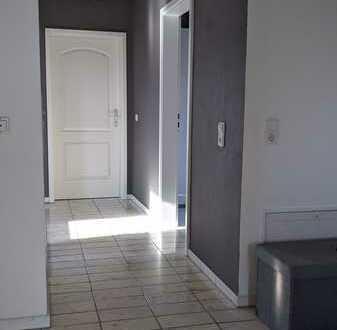 Schöne drei Zimmer Wohnung in Tiefenbronn