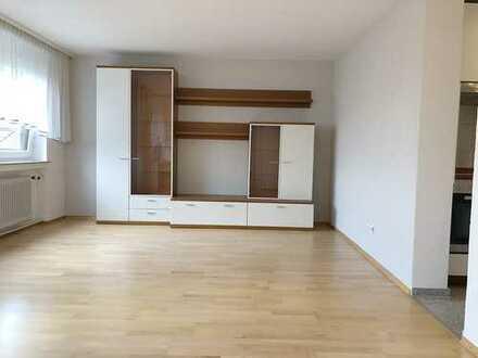 Praktisch geschnittene 2-Zimmer-Wohnung mit Turmberg-Blick in KA-Durlach