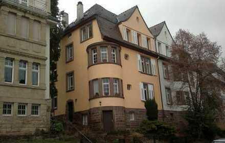 Schöne Altbauwohnung Rodgebiet 3-ZKBWC, 69qm, 2.OG (Dachgeschoss), Keller