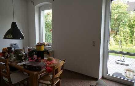 Gemütliche, gepflegte 2 Zimmer Wohnung mit Garten, Süd-/Westterrasse und Einbauküche