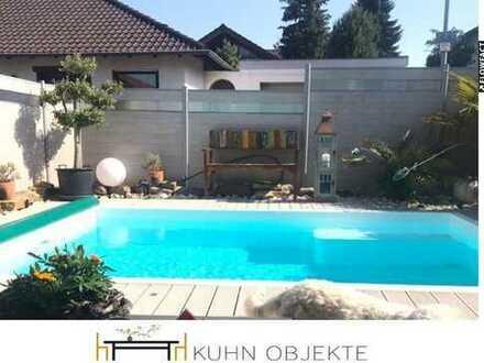 Schicke Doppelhaushälfte mit Pool