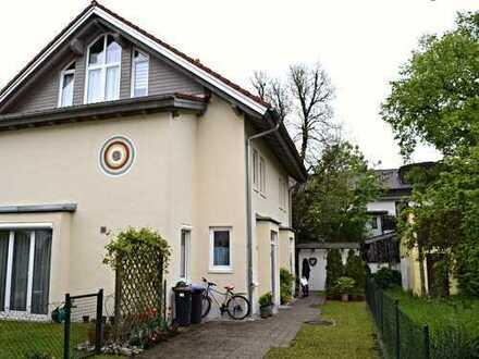 Wunderschöne Doppelhaushälfte in Neu-Gilching (Waldsiedlung)