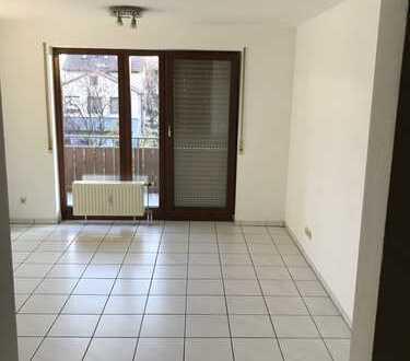 Es wird eine gepflegte 1,5-Zimmer-Wohnung mit Balkon und Einbauküche in Heilbronn-Bö. vermietet