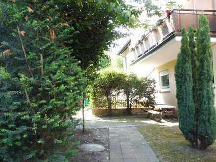 Bequem und sicher in der ersten Etage - mit Balkon, eigener Gartenparzelle und Carport!