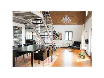 **Aussergewöhnlich luxuriöse & stilvolle Loft-Wohnung in ruhiger & verkehrsgünstiger Lage**