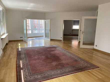 Vollständig renovierte 4,5-Zimmer-EG-Wohnung mit Balkon in Landau