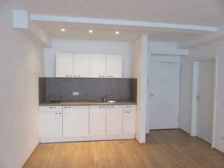 Erstbezug nach Sanierung in ein schönes großzügiges Apartment (Nr. 2) in zentraler Lage