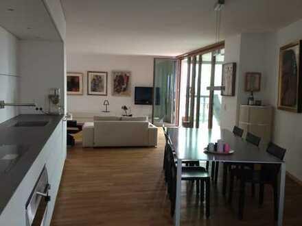 Schöne, helle 3 Zimmer Whg. mit Blick auf den Main und die EZB im Frankfurter Ostend