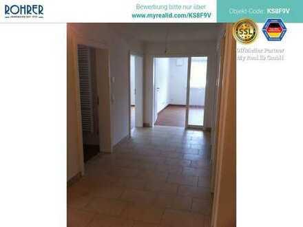 Charmante 3-Zimmer-Wohnung mit Balkon im 3 Familienhaus, Küche, 2 Bäder, Speisekammer, Abstellraum u