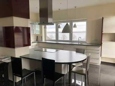 Attraktiv und gehoben: 2-Raum-Wohnung mit Schleiblick und Balkon