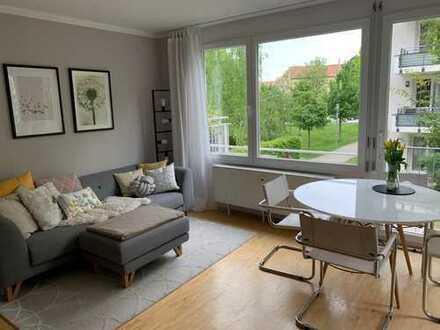 Stilvolle helle 2-Zimmer-Wohnung mit Balkon und EBK in Bogenhausen! TEILMÖBLIERT