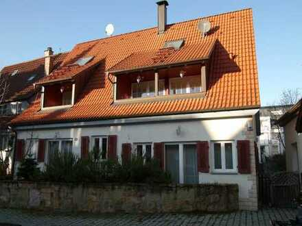 Auf abgeschlossenem und geschütztem historischem Hofgrundstück, Ein/-Zweifamilienhaus S-Möhringen
