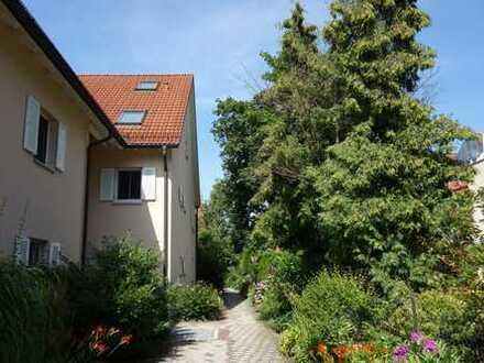 Sehr schöne 2-Zimmer Wohnung mit Garten, Terrasse, TG-Stellplatz und Außenstellplatz, auf Erbpacht.