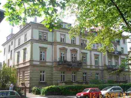 Repräsentative, großzügige Altbauwohnung nahe Schlosspark, kurzfristig bezugsfähig!!!
