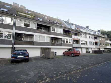 WOHNEN DIREKT AM OSTPARK: Sanierte 3-Zimmer-Maisonettewohnung mit Duschbad Balkon u. Garage