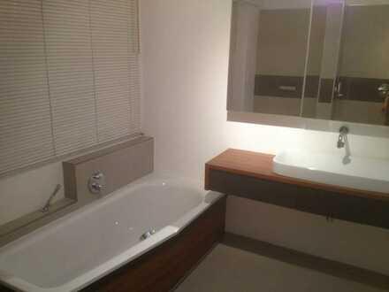 Buddenturm (Innenstadt) Stilvolle, 2-Zimmer-Wohnung mit 2 Balkone, auch Gewerblich nutzbar !!!