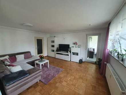 Stilvolle, neuwertige 2,5-Zimmer-Wohnung mit Balkon und EBK in Nürtingen