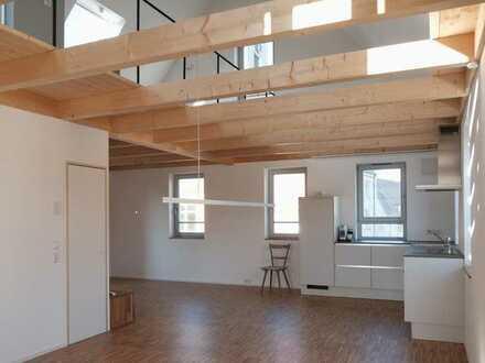 Erstbezug: exklusive lichtdurchflutete 5-Zimmer-Maisonette-Wohnung mit EBK und Balkon in Herrenberg