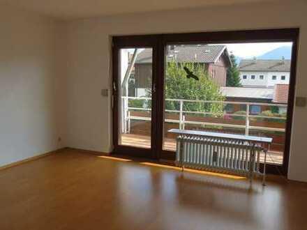Jetzt reserviert!Nagelneues Bad - 3-Zimmer-Etagen-Wohnung mit neuem tollen Bad und Südloggia.