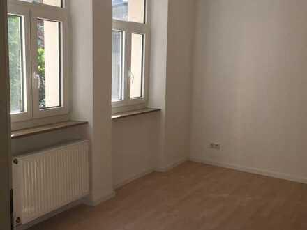 Stilvolle, sanierte 3-Zimmer-EG-Wohnung mit Einbauküche in Nürnberg