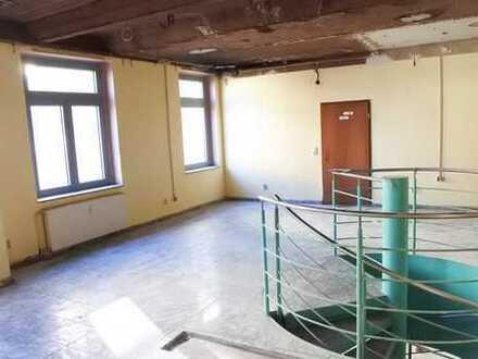 195 m² große Gewerbeeinheit auf 2 Etagen, innenliegende Treppe, Stellplätze vorhanden