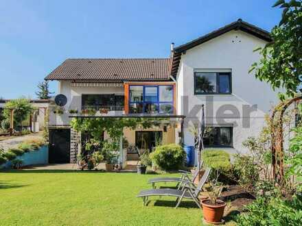 Familienidyll: Ein- bis Zweifamilienhaus mit schönem Garten, Wintergarten und Doppelgarage