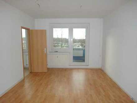 Hübsche, kleine 2-Zimmer-Wohnung im 1.OG mit Balkon, separater Küche & Badewanne
