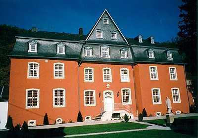 Sehr schöne Wohnung mit neuer EBK auf der historischen Burg Dalbenden in Kall