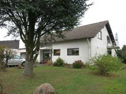Preiswerte, modernisierte 4-Zimmer-DG-Wohnung mit Balkon und Einbauküche in Nohfelden-Bosen