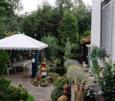 Liebhaber für Dachgeschosswohnung in einem sehr gepflegten Haus!