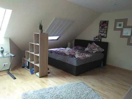 DG 2 Zimmer, Bad, Spitzboden, Mitbenutzung Küche+Garten an Single zur Untermiete